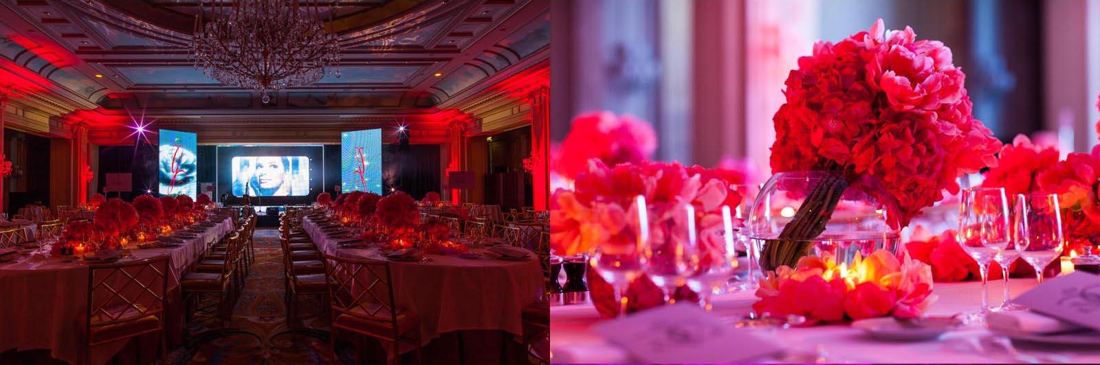 tables luxueuses couvertes de fleur lors d'une soirée de gala