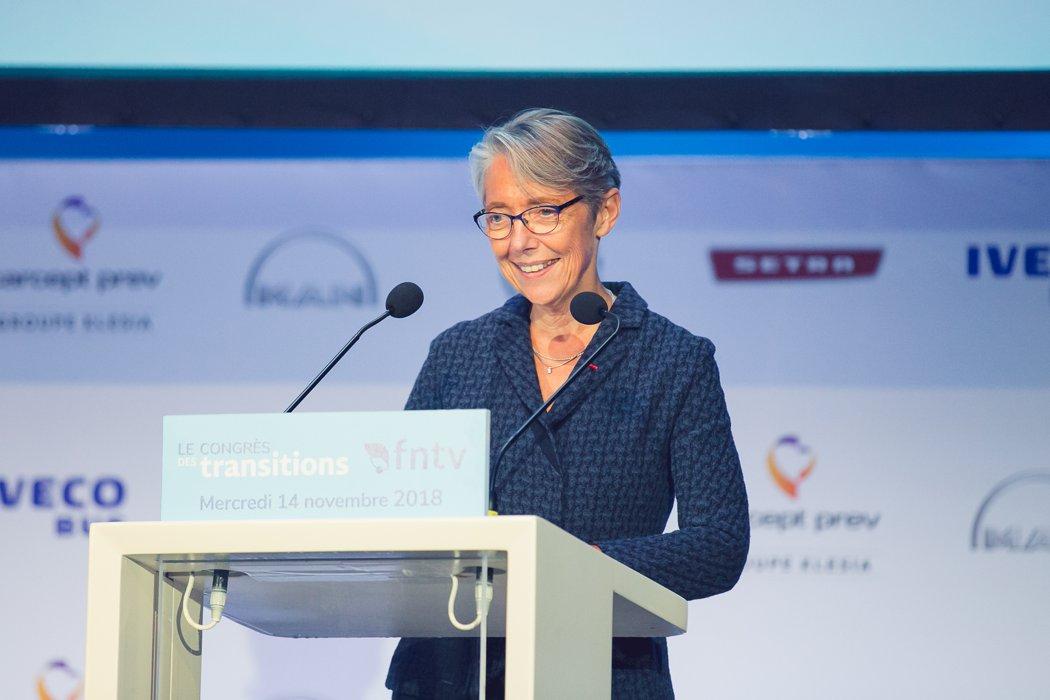 elisabeth borne fait un discours au congrès annuel de la FNTV
